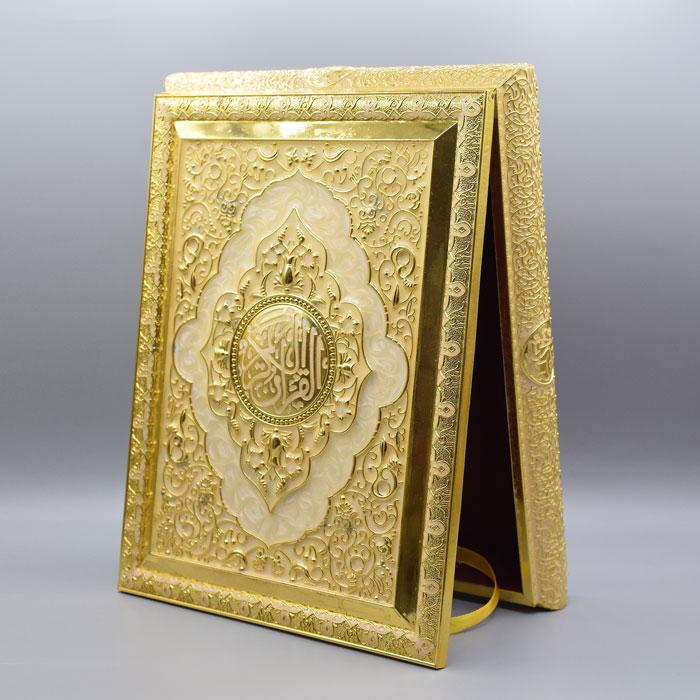 جاقرآنی و قاب قرآن طلایی سفید پایه دار