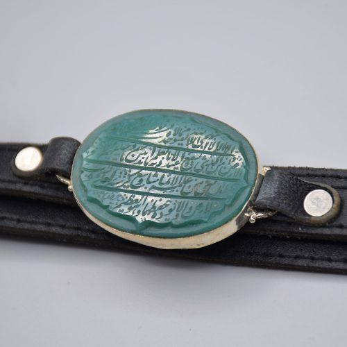 """دستبند چرم مردانه با عقیق سبز خطی """"آیت الکرسی"""" «کد 2084»"""